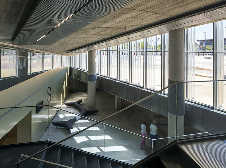 Caixaforum Cultuurcentrum in door Sevilla Guillermo Vazquez Consuegra, beeld Ducio Malagamba