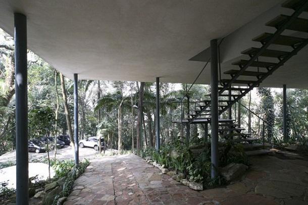Lina Bo Bardi woont tussen de bomen