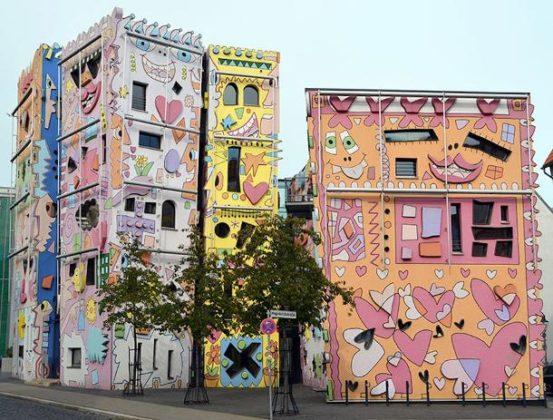 Psychidelische cartoon architectuur 3 553x420