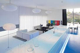 Vrijstaande woning met praktijkruimte in Humbeek door Luc Binst