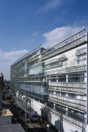Tokyu Hospital in Ookayama, Tokio door Yasuda Koichi Laboratory + Yasuda Atelier