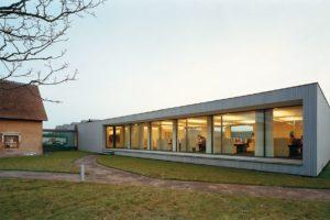 Kantoorgebouw en loods in Breda door Grosfeld Architecten