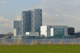 Schouwburg en kunstencentrum in Almere door SANAA