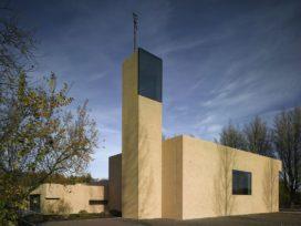 Nederlands Gereformeerde kerk in Rijsenhout door Claus en Kaan Architecten