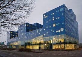 Faculteitsgebouw in Groningen door De Zwarte Hond