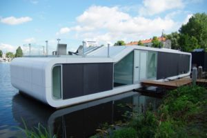 Woonark aan de Amstel door +31ARCHITECTS