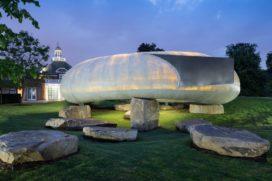Serpentine Pavilion 2014: massief van buiten, doorschijnend van binnen