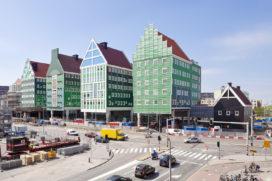 Stadhuis en busstation Zaanstad