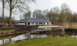 Buitencentrum De Kemphaan Almeerderhout door Van Veen Architecten