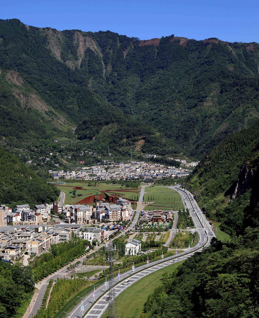 Apers_Beeldblog_Gedenkteken_Aardbeving_Wenchuan,China