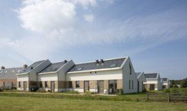 12 energieneutrale sociale huurwoningen op Texel door ANA architecten