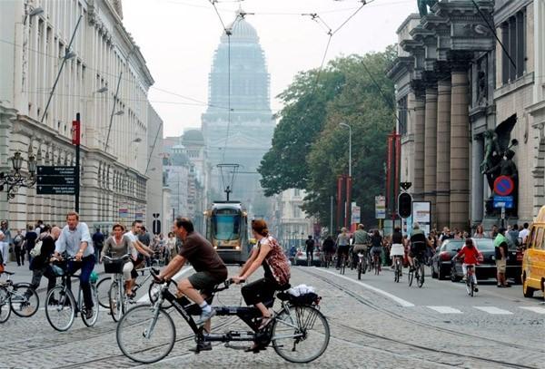 Autoloze zondag in Brussel - opinie Harm Tilman Zalmhaventoren