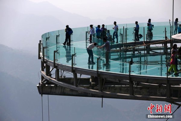 China Glazen uitkijkplatform