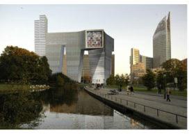 Den Haag stelt Koolhaas-besluit uit