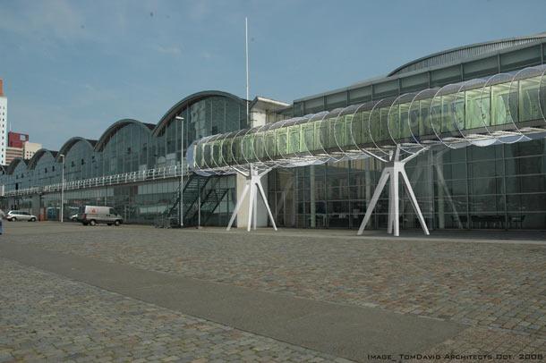 Tijdelijke passagiersbrug Wilhelminapier Rotterdam door Tom Davids Architecten
