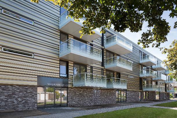 Aluminium metamorfose portieketageflats Veldhoven door De Loods Architecten