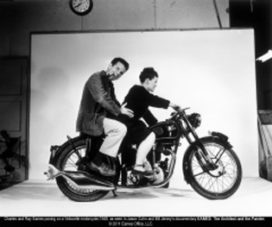 Kijktip: Eames-het echtpaar achter de stoel