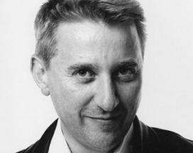 Ontwerpende duizendpoot James Irvine overleden
