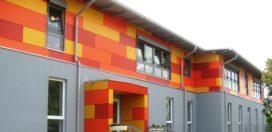 Een kleurrijke gevel als herkenning voor de kleuterschool