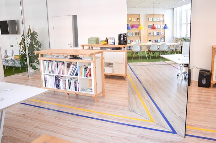 Werkplek voor grafisch bureau door studio intussen de architect