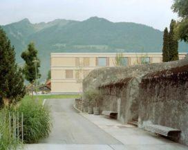 Verzorgingstehuis in Pfaefers (CH) door huggenbergerfries, Zurich
