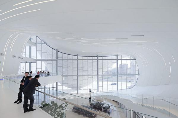 Hadid wint Design of the Year Award 2014