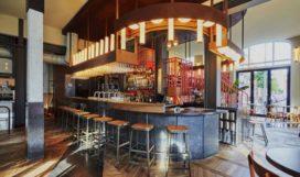 Restaurant/bar HOLY SMOKE in Rotterdam door Studio Modijefsky