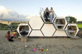 B-AND-BEE introduceert honingraat op festivalcampings
