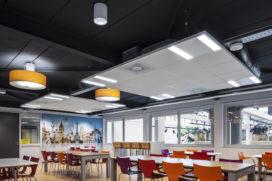Comfortabel gebouw voor RSG Slingerbos dankzij akoestische plafondsystemen van Knauf AMF