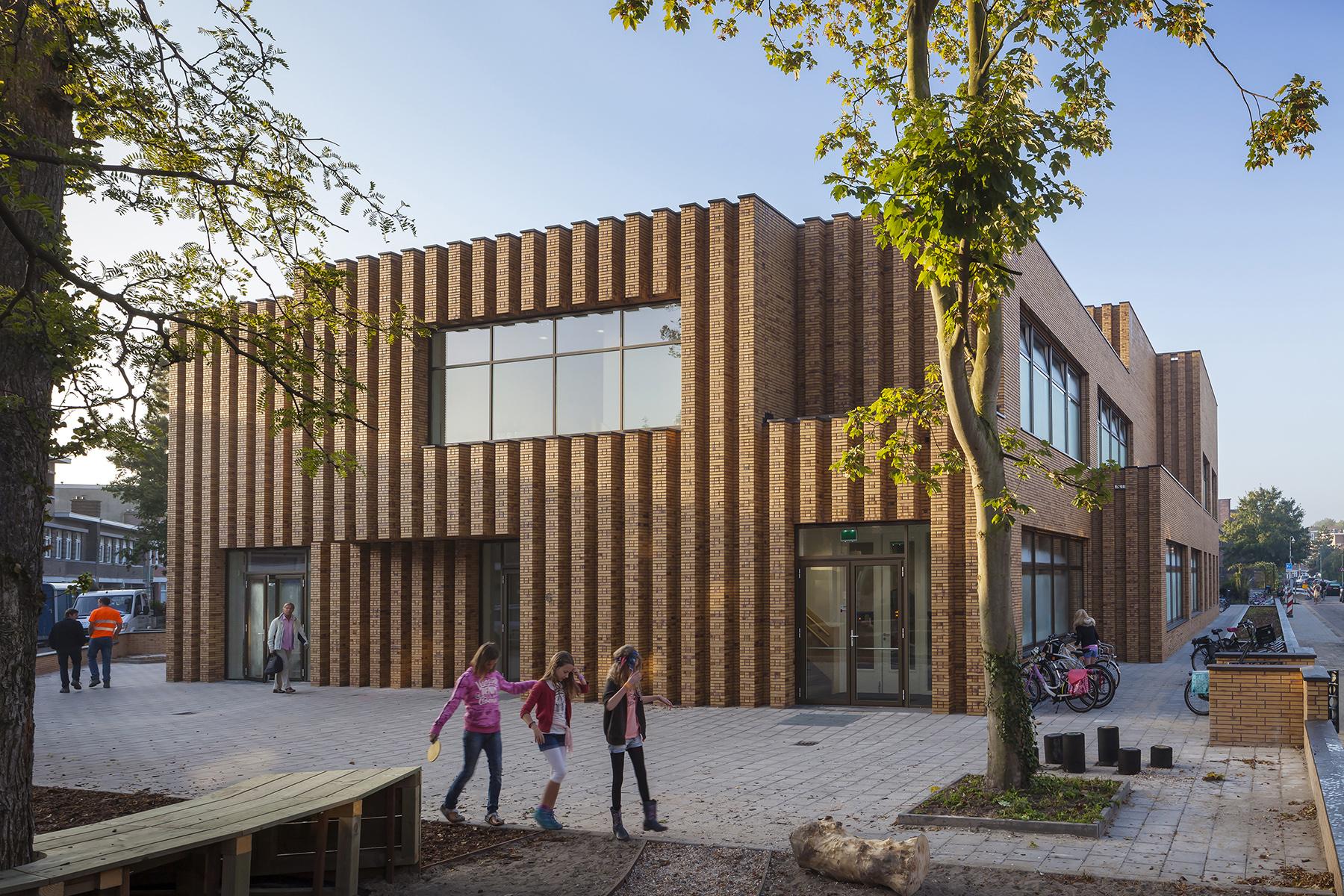 Montessorischool Waalsdoorp door de Zwarte Hond. Winnaar GvhJ2015 in de categorie Stimulerende Omgevingen