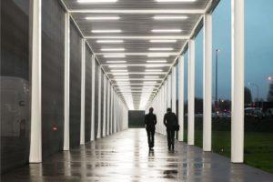 Galerie en kantoorgebouw voor Kortrijk Xpo in Kortrijk (B) door Office Kersten Geers David Van Severen, Bureau Goddeeris en Joachim Declerck