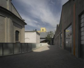 Fondazione Prada van OMA geopend