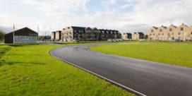 Woningen en clubgebouw te Baambrugge, gemeente Abcoude door JoustraReid architecten