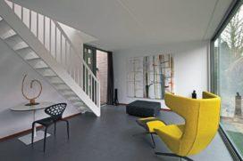 Hofjeswoningen met koetshuis in Den Haag
