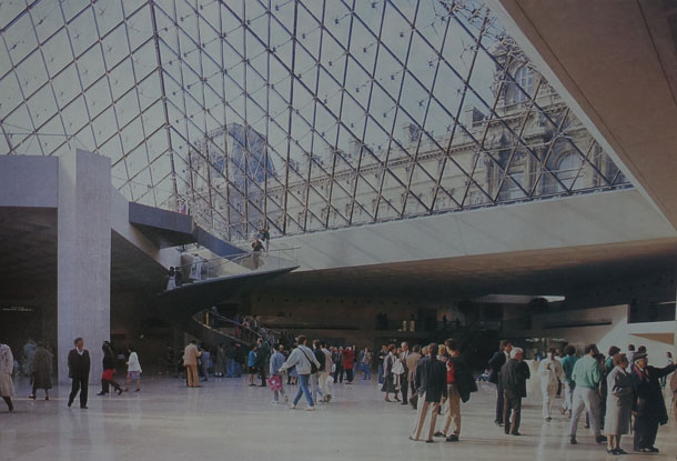 Piramide_Louvre_Throwback_Thursday