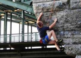 Bij de buren (4): stedelijk alpinisme