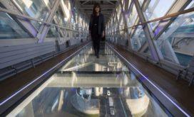 Glazen vloer in Tower Bridge