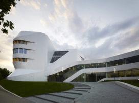 Oplevering Zentrum für Virtuelles Engineering (ZVE) in Stuttgart