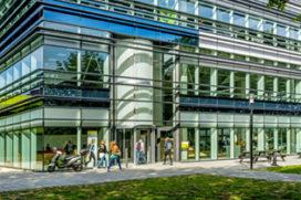 Projecten waarbij draaideur perfect aansluit bij uitstraling van gebouw