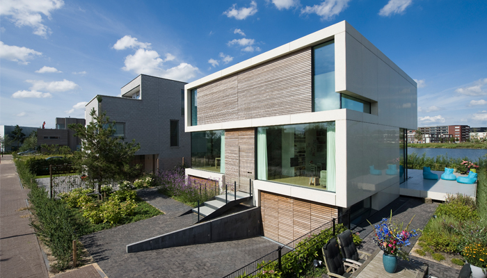 Moderne innovatieve villa met nobelwood gevel de architect