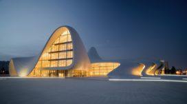 Heydar Aliyev vormt Azerbeidzjan
