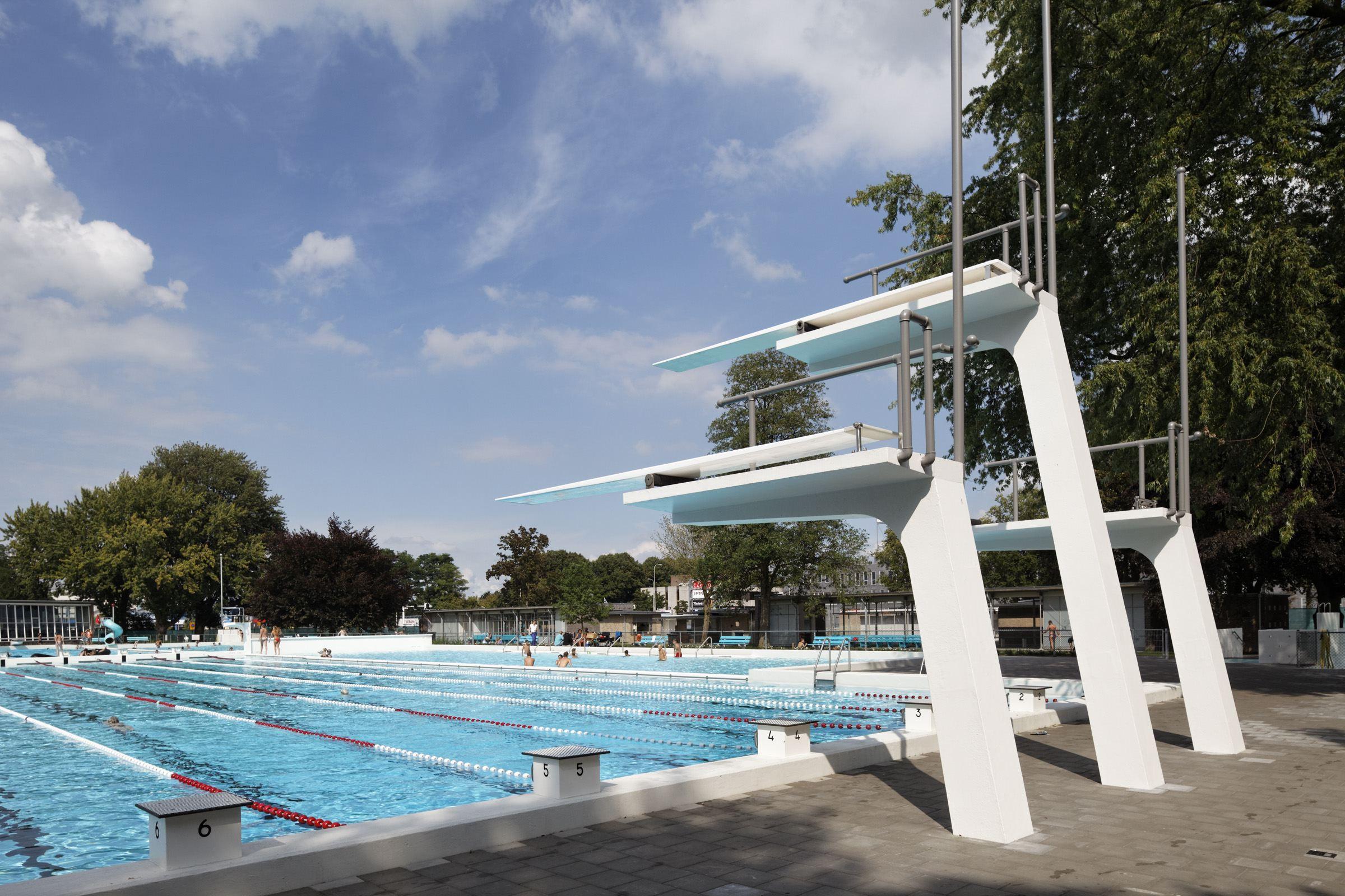 Openlucht zwembad in zwolle de architect