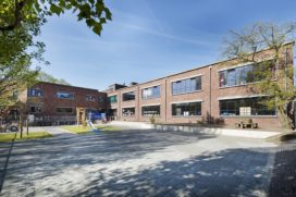 Tobbiasschool: nieuwe stalen ramen, nog steeds Haagsche School
