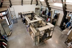Winkel Precinct 5 in Amsterdam door KUUB en Pieter Kool