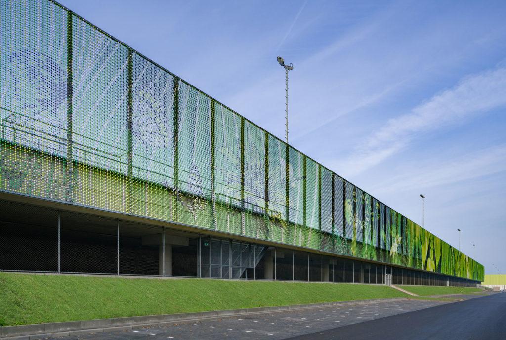 Sportpark Willem Alexander bovenop de A4 door MoederscheimMoonen Architects, foto Ronald Tilleman