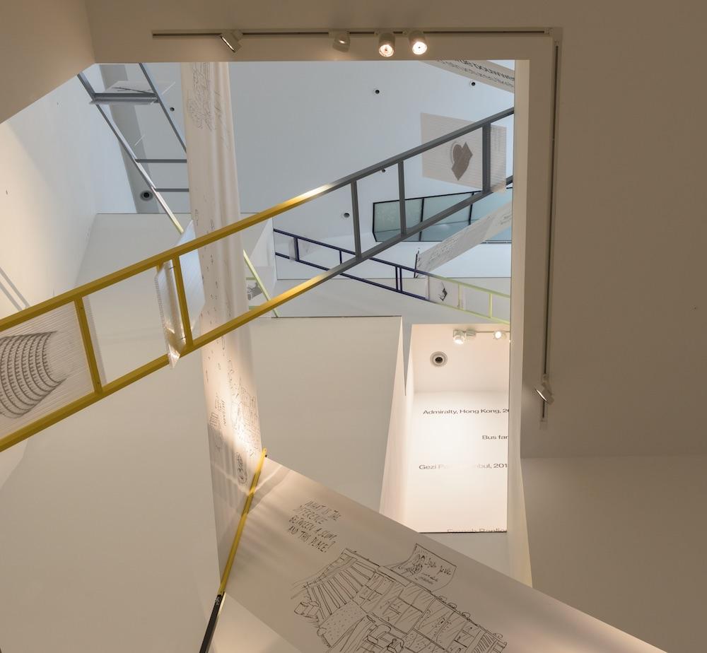 De tentoonstelling 'Van wie is de straat?'(foto: Peter Cox, van Abbemuseum Eindhoven)