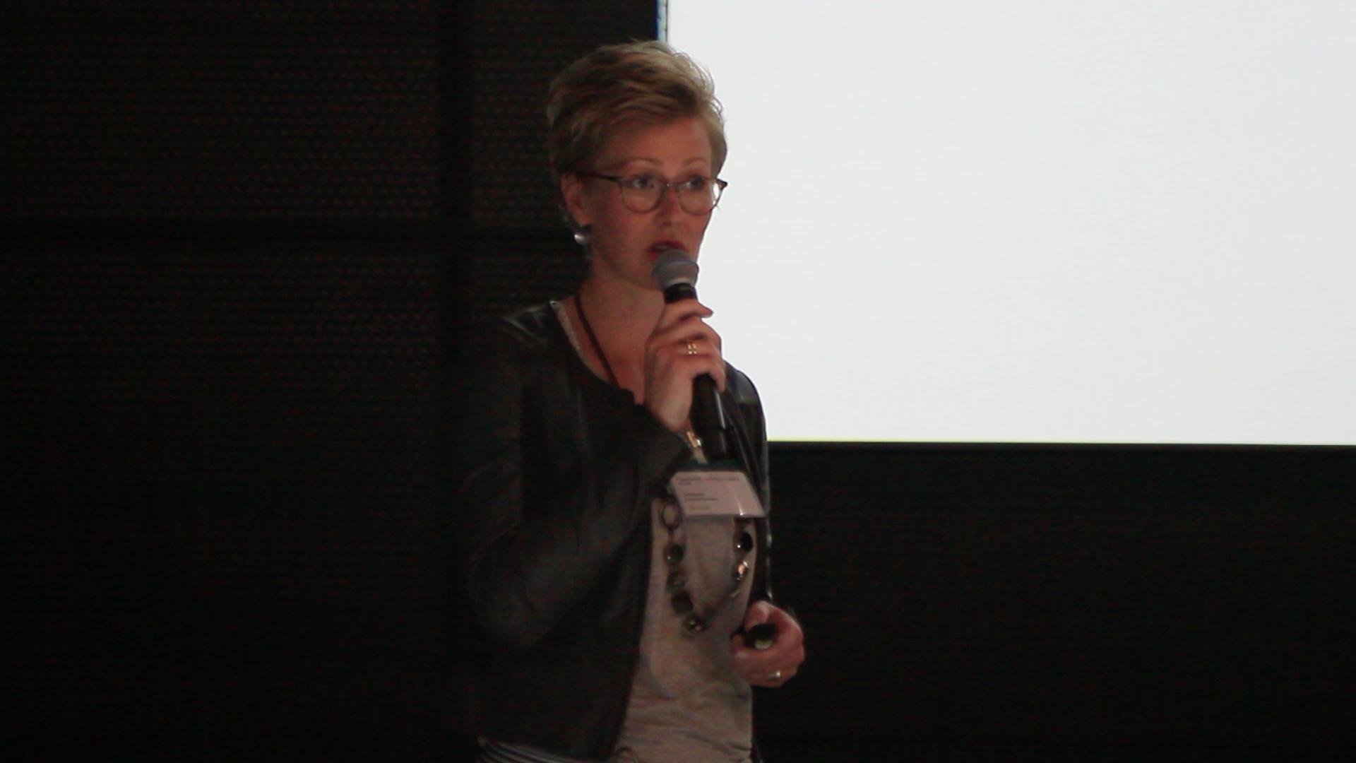 <p>Jeannette Lenssen-Kwantes (Boon Edam) legt uit hoe is voldaan aan de hoge beveiligingseisen van het ministerie.</p>