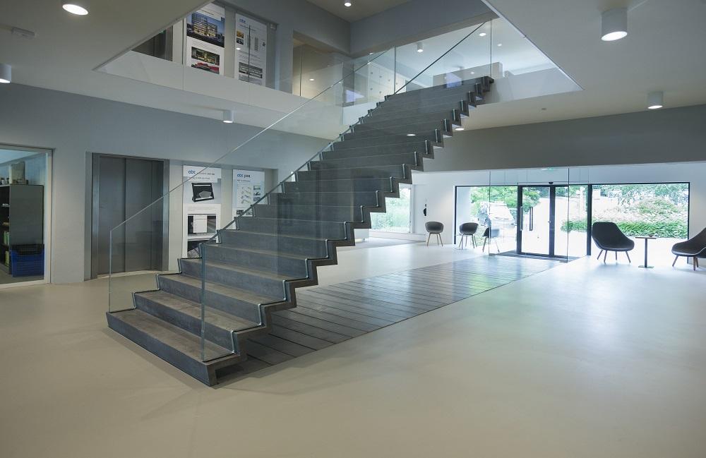 Jhk en abt ontwerpen zwevende trap de architect
