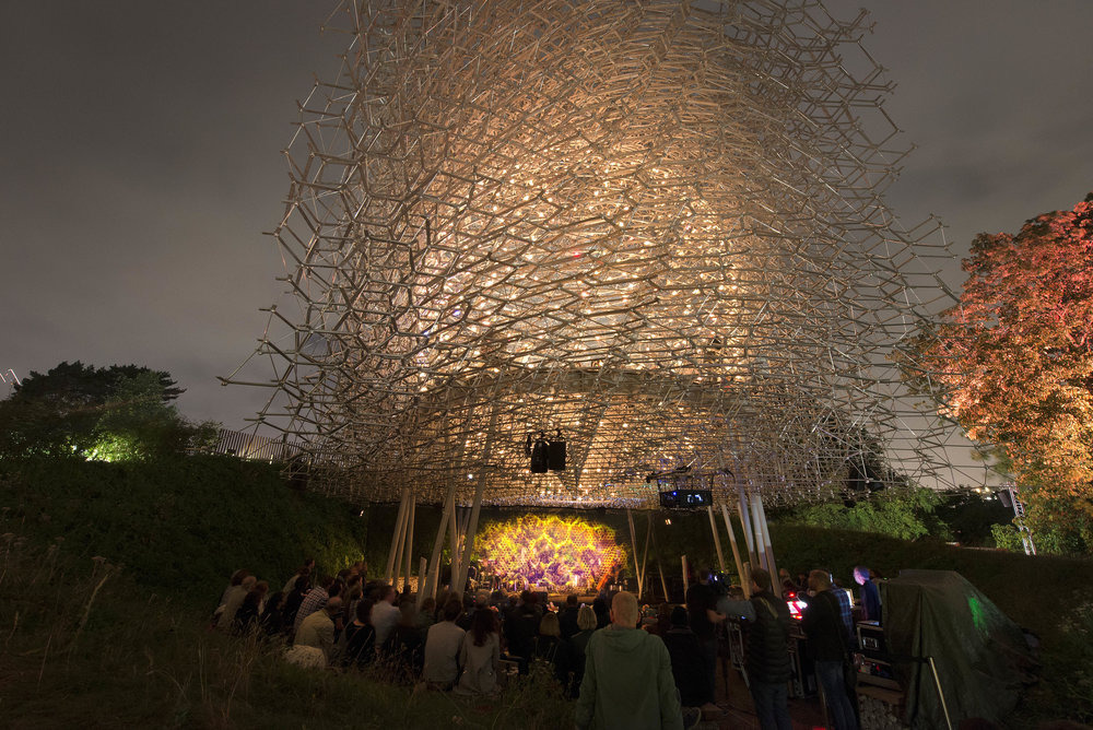 Blog – Bijen voeden led-verlichting paviljoen The Hive at Kew - De ...