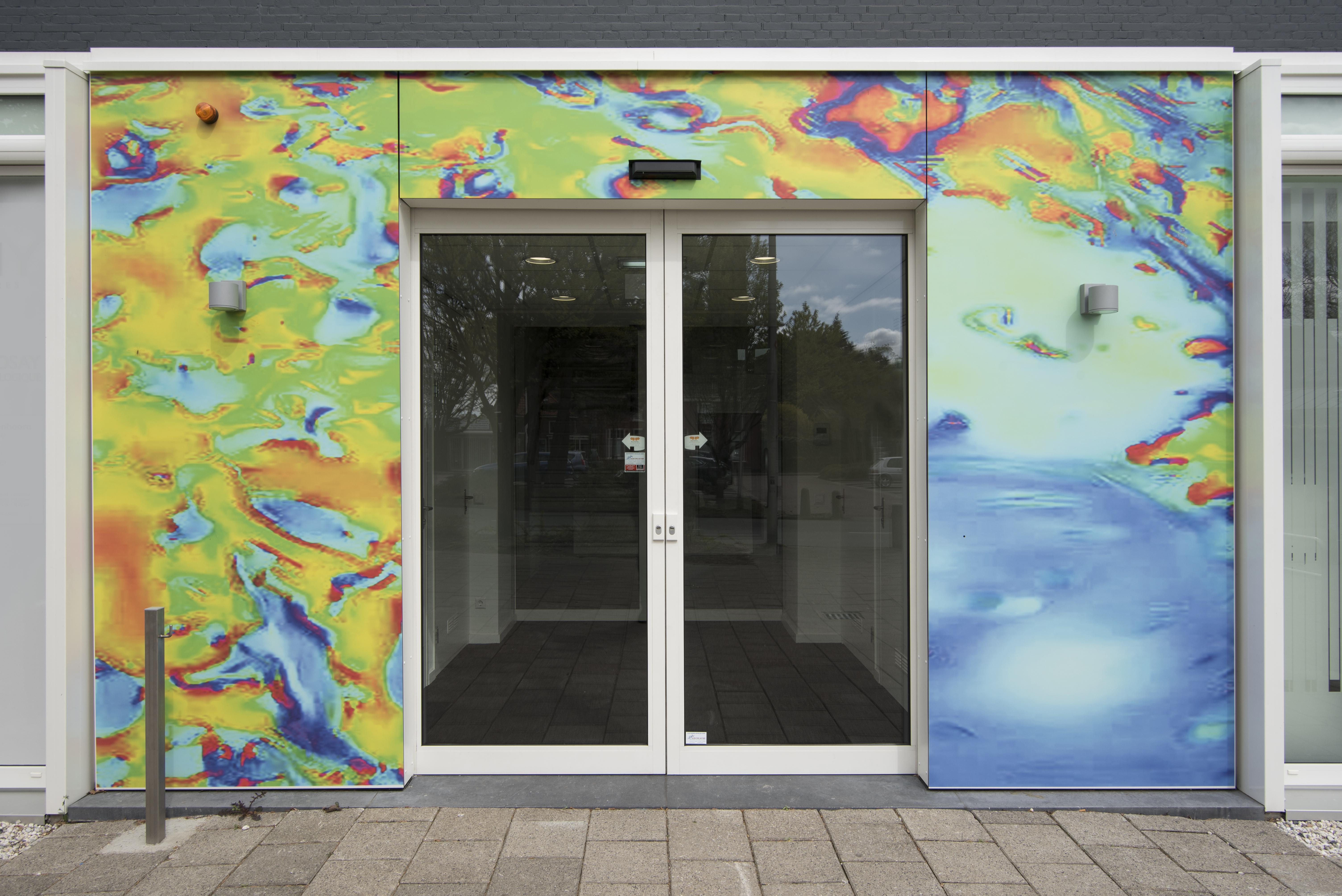 <p>Immuno Art op de hoofdingang van De Kandelaar – HET architectenbureau</p>
